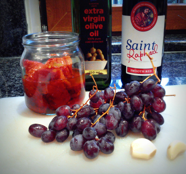 Chicken with Red Wine, Red Pesto and Grapes 1