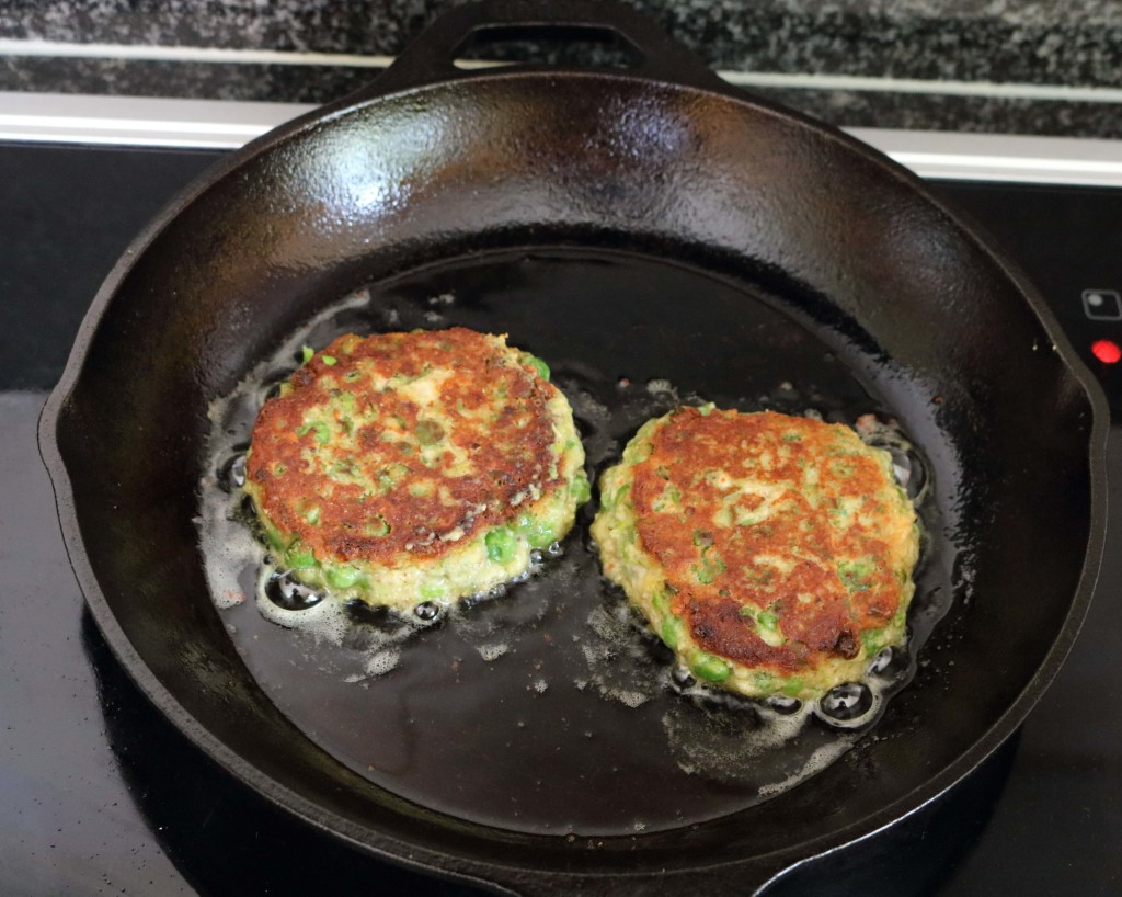 Pea and Parmesan Patties / www.quichentell.com