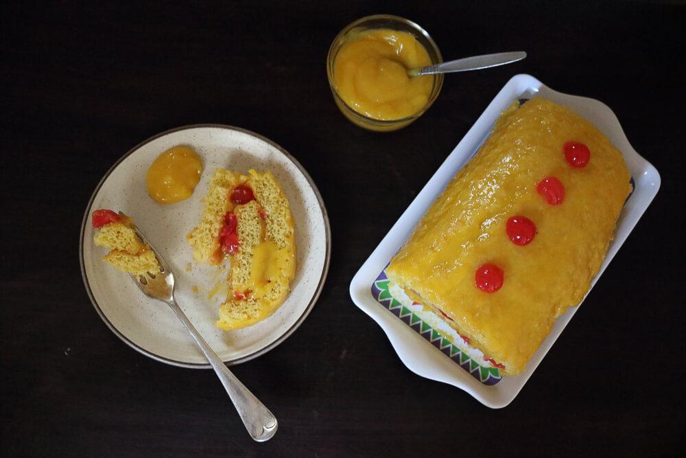 Lemon Curd Filled Swiss Roll / www.quichentell.com