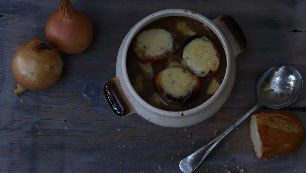 Classic French Onion Soup / www.quichentell.com