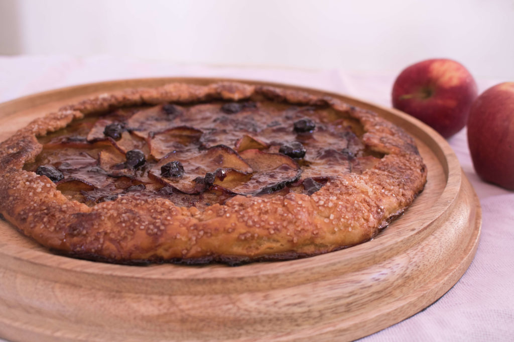 Whole Wheat Brown Butter Apple Galette / apple recipes / www.quichentell.com