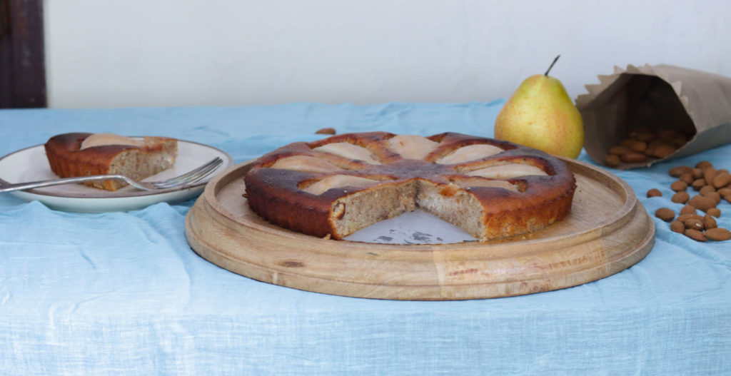 Flourless Almond And Pear Cake / www.quichentell.com