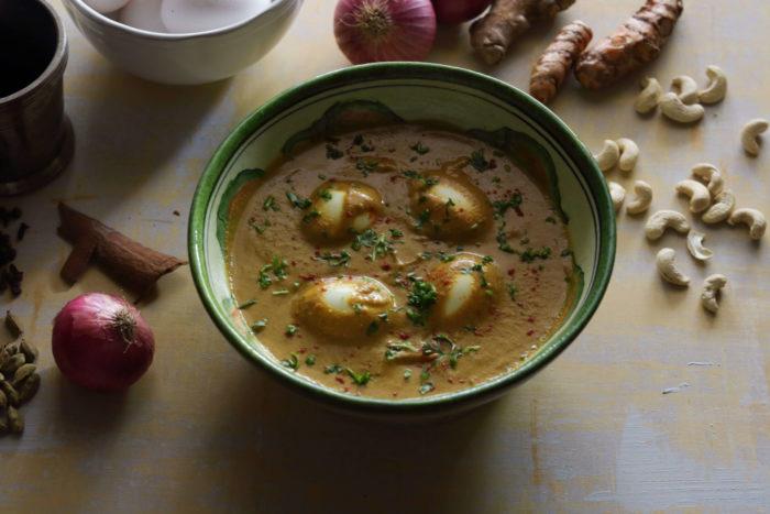 Creamy Cashew Egg Curry / www.quichentell.com