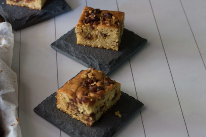 Walnut Crumble Cake / www.quichentell.com