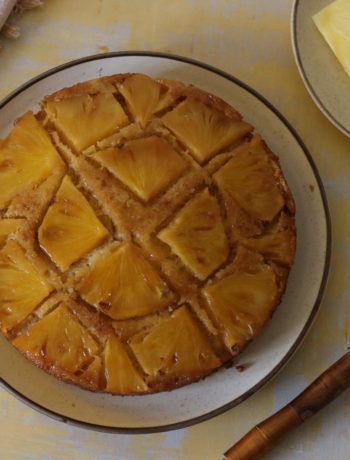 Pineapple Coconut Cake / www.quichentell.com