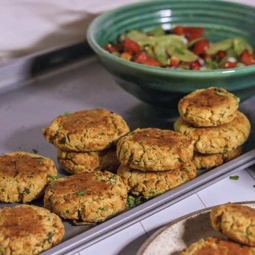 Baked Chickpea Cakes / www.quichentell.com